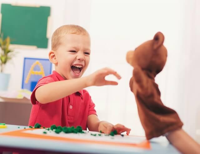 A mese a gyermekek életében egy meghatározó élmény. Hangozzék el reggel, délután vagy este, minden gyerek számára különleges pillanat, amikor anya vagy apa az ölébe veszi, mellé kucorodik, és elindulnak egy izgalmas fantáziavilágba, ahol bármi megtörténhet.